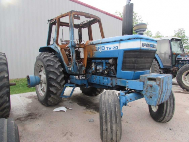 Ford - New Holland TW20 Picture 2