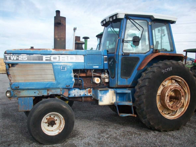 Ford - New Holland TW25 Picture 1