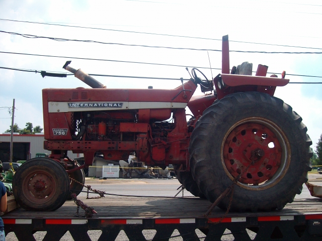 International Harvester (IH) 756