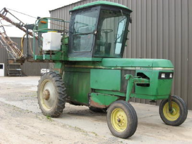 John Deere 6500 Hi-Cycle Picture 1