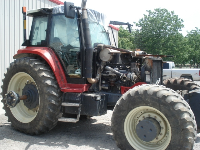 Ford - New Holland Versatile 2210 Picture 2