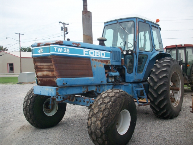 Ford - New Holland TW35 Picture 2