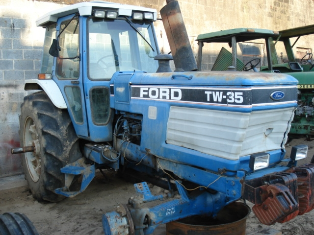 Ford - New Holland TW35 Picture 1