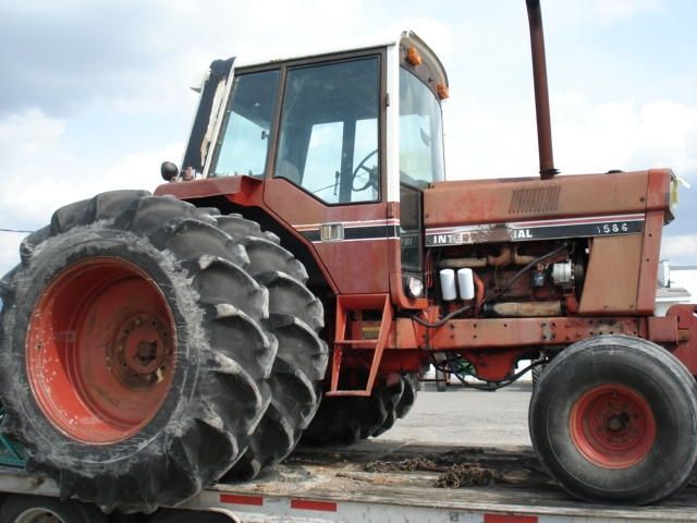 International Harvester (IH) 1586