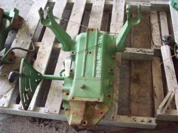 ROCKSHAFT & PARTS - 3-PT Parts for DEERE 1530 -