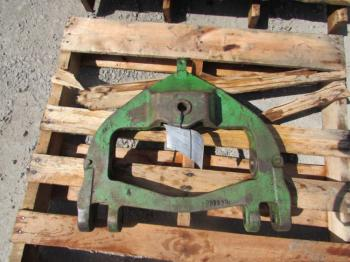 DRAWBAR SUPPORT - 3-PT Parts for DEERE 3020 -