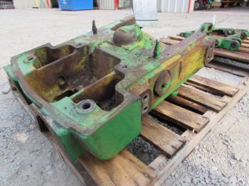 FRONT AXLE SUPPORT - STEERING Parts for DEERE 4430 -