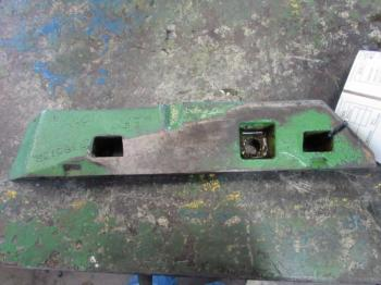 SWAY BLOCK - 3-PT Parts for DEERE 4430 -
