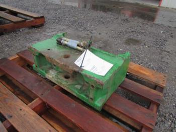 WEIGHT BRACKET - ATTACHMENT Parts for DEERE 7420 -