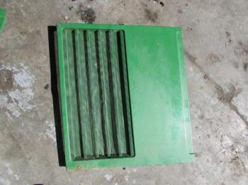 GRILLE/SCREEN - SHEET METAL Parts for DEERE 7200 -
