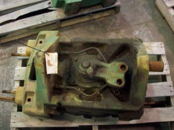 FRONT AXLE SUPPORT - STEERING Parts for DEERE 4840 -