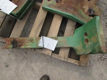 WEIGHT BRACKET - ATTACHMENT Parts for DEERE 4020 -
